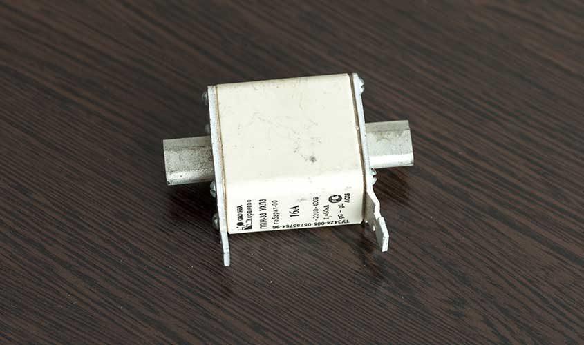 Plavkiy-predokhranitel'-PPN-33-16A-2