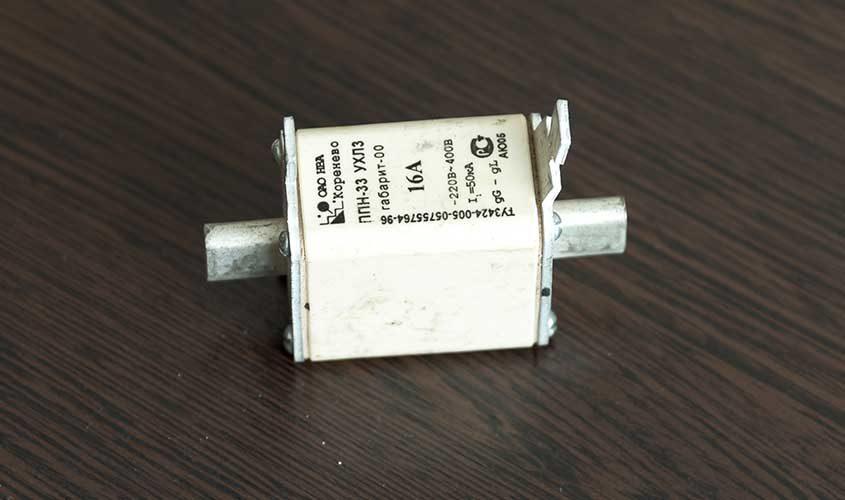 Plavkiy-predokhranitel'-PPN-33-16A-3